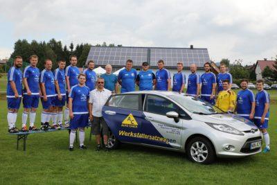 Die Firma Greger sponsort der 1. Mannschaft des FC Nagel neue Trickots